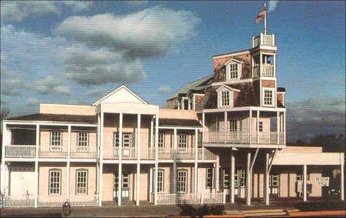Nimitz Steamboat Hotel